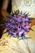 A very original arrangement style.. As taught by La Floriselle flower school, from Russia.
