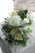 bouquet floreale A capitivating green & white floral ensemble by Jade Hwang of FLOART, in Korea.